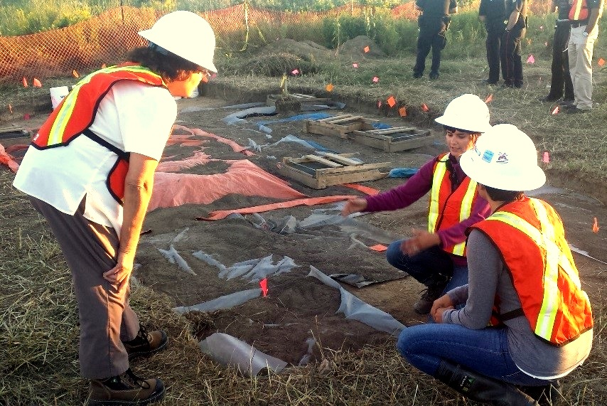 Archaeology and Indigenous Rights: Mississaugas of the New Credit First Nation community member Carolyn King (left) monitoring an archaeological assessment in the Greater Toronto Area with Shared Value Solutions Archaeologist, Trieneke Gastmeier (right, facing camera)